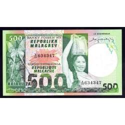 Мадагаскар 500 франков=100 ариари ND (1974 - 75 г. г.) (MADAGASCAR 500 francs=100 ariary ND (1974-75 g.)) P64a:Unc