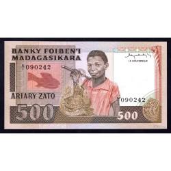 Мадагаскар 500 франков=100 ариари ND (1983 - 87 г. г.) (MADAGASCAR 500 francs=100 ariary ND (1983 -87 g.)) P67:Unc