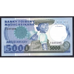 Мадагаскар 5000 франков=1000 ариари ND (1983 - 87 г. г.) (MADAGASCAR 5000 francs=1000 ariary ND (1983 -87 g.)) P69a:Unc